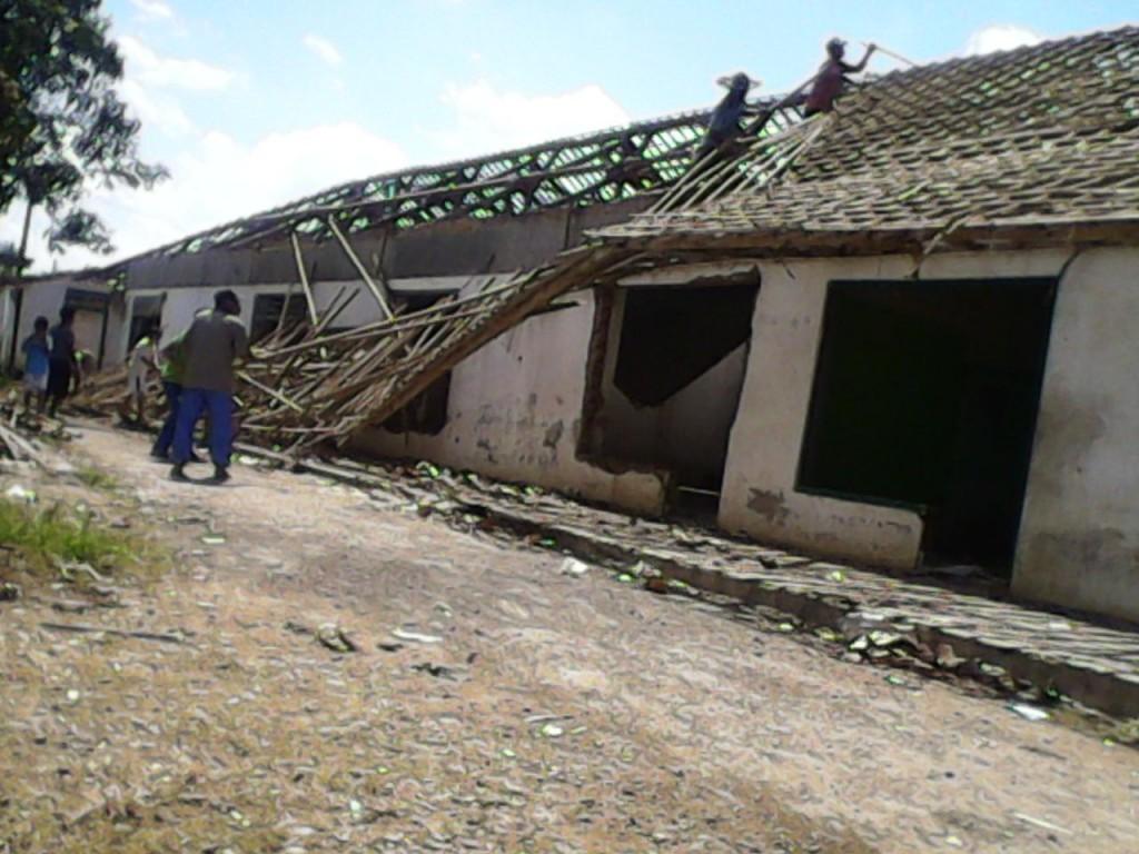 Bangunan Santri Putra yang sedang dirubuhkan